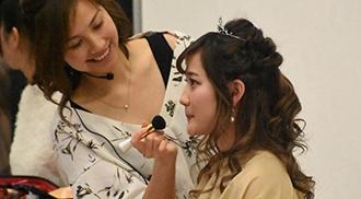 【ブライダルヘアメイク体験】ガーデンウェディング風☆ ゆるふわヘアアレンジ&ドレスフィッティング体験